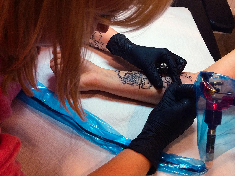 Autorski tatuaż z różami