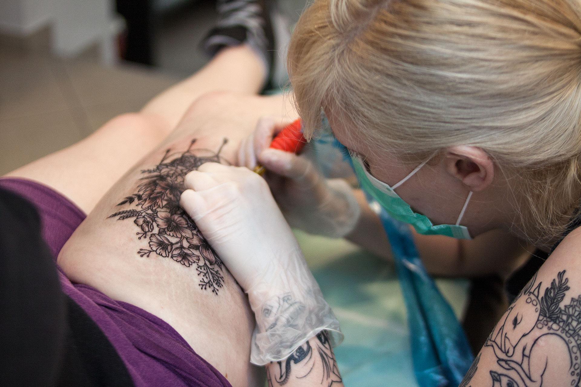 Tatuaż bukiet kwiatów