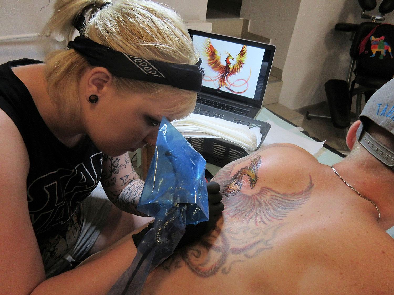 Naprawa tatuażu feniks