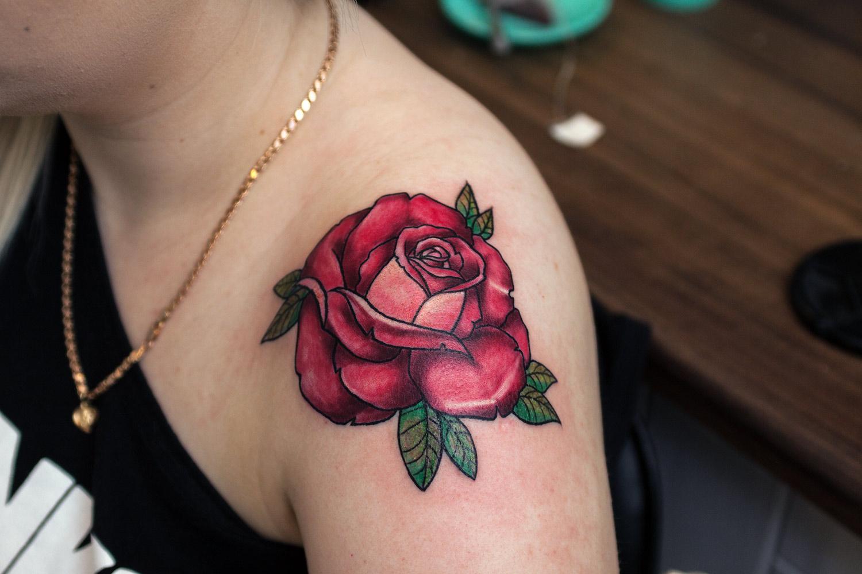 Kwiatowe tatuaże róża