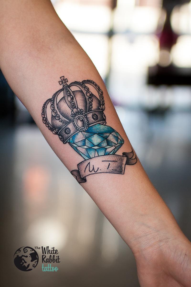 Tatuaż diament w koronie