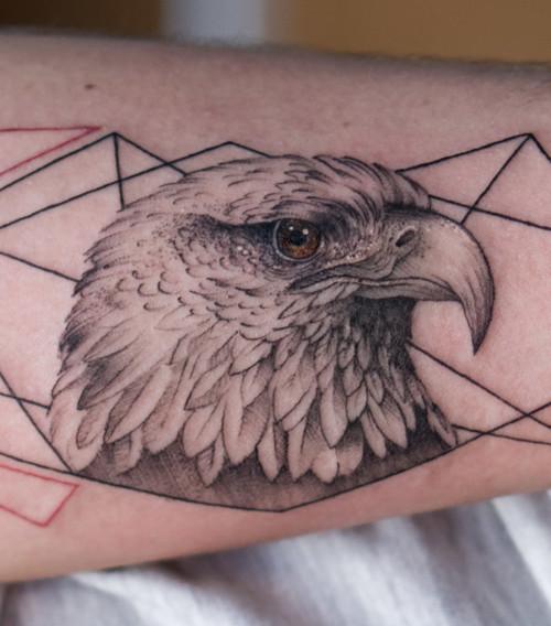 Orzeł i inne szczegółowe tatuaże
