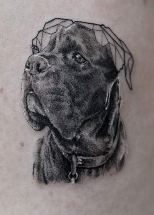 Realistyczny tatuaż z psem