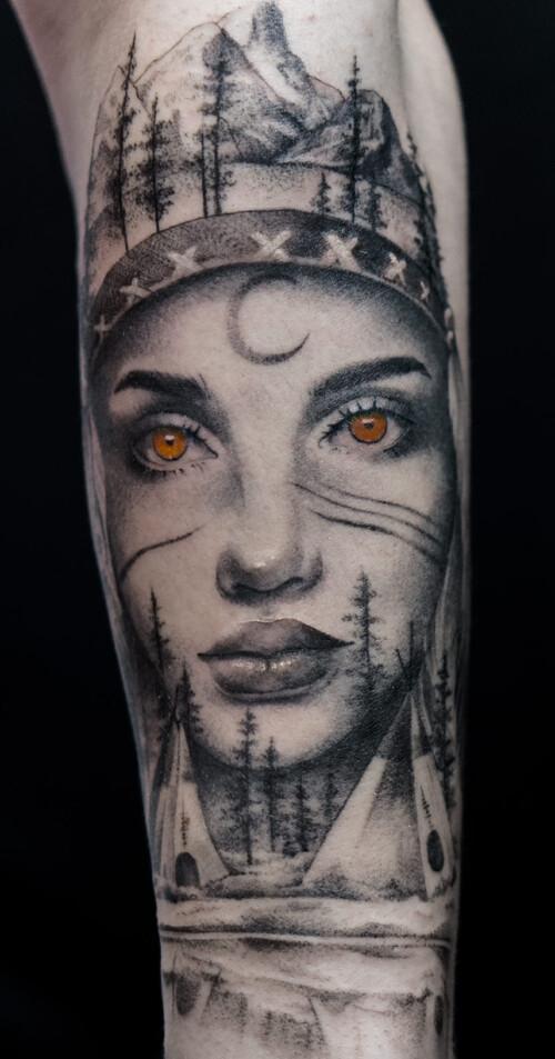 tatuaż z Indianką